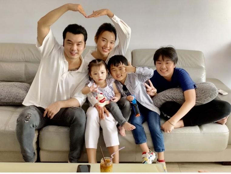 'Ở nhà vui mà': Con trai Ưng Hoàng Phúc cover hit 'Thà rằng như thế' hay không kém bố