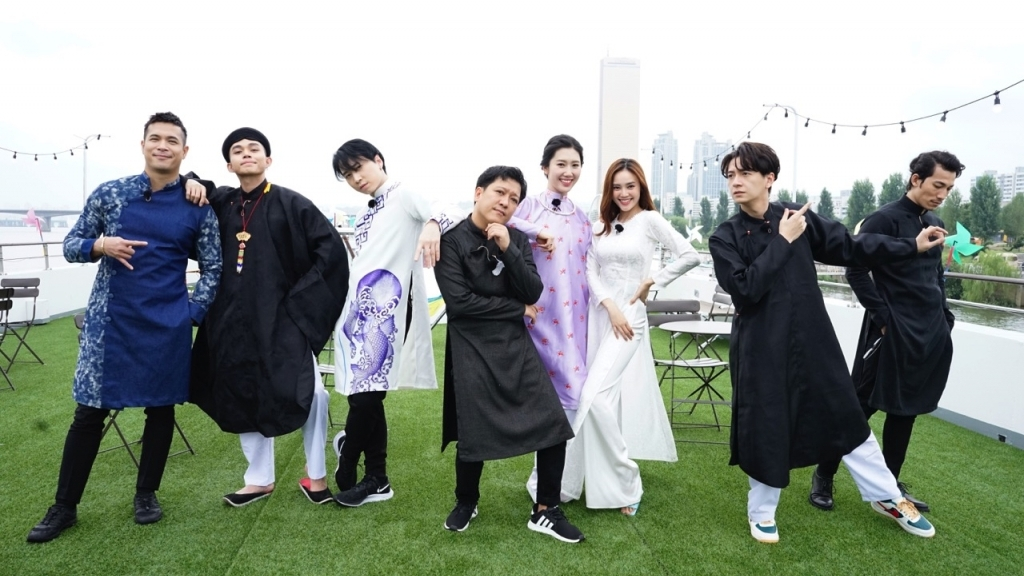 Dàn cast 'Running Man Vietnam' diện áo dài khoe viral 'đỉnh cao' tại Hàn Quốc