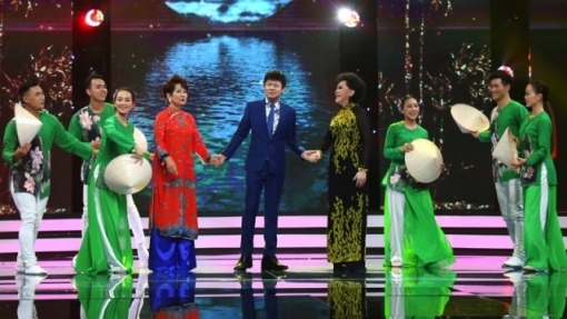 Bộ ba danh ca Thái Châu, Phương Dung, Giao Linh rực rỡ hát 'Tình thắm duyên quê' trong đêm nhạc quê hương