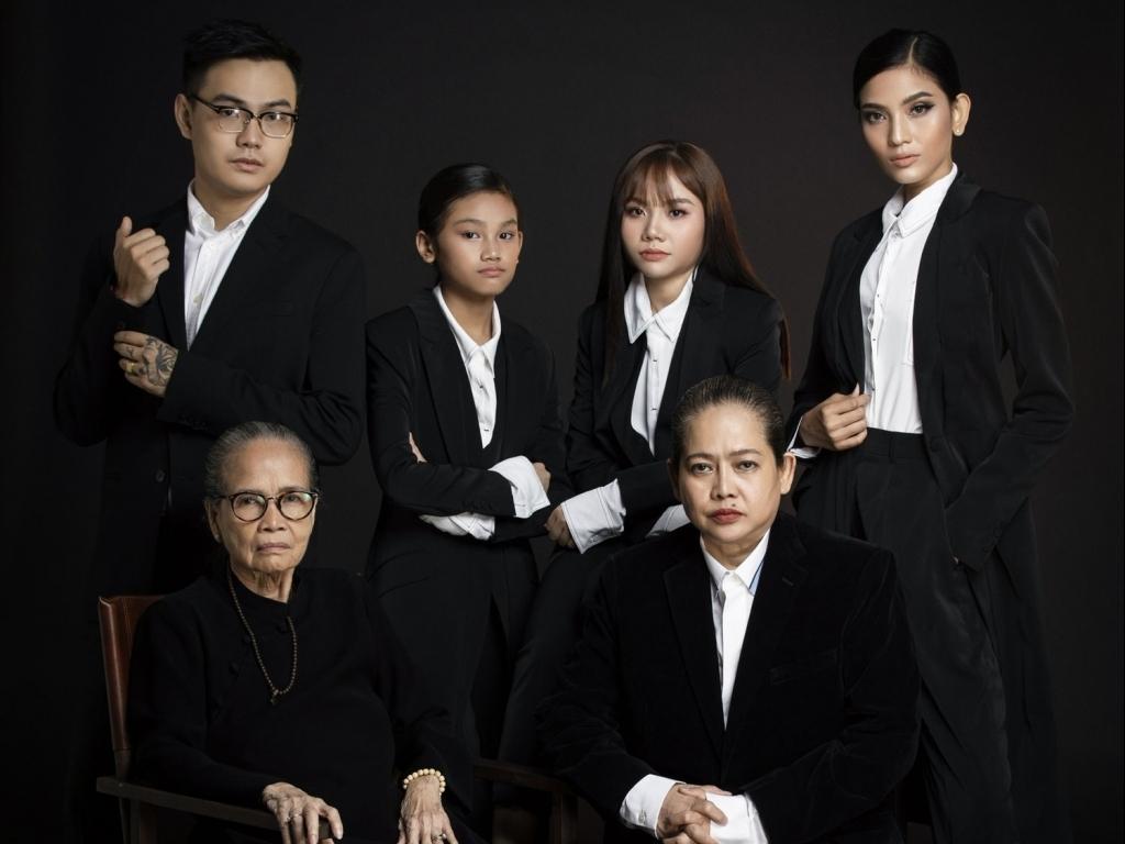 Trương Thị May khoe ảnh cùng hai người phụ nữ quan trọng nhất cuộc đời