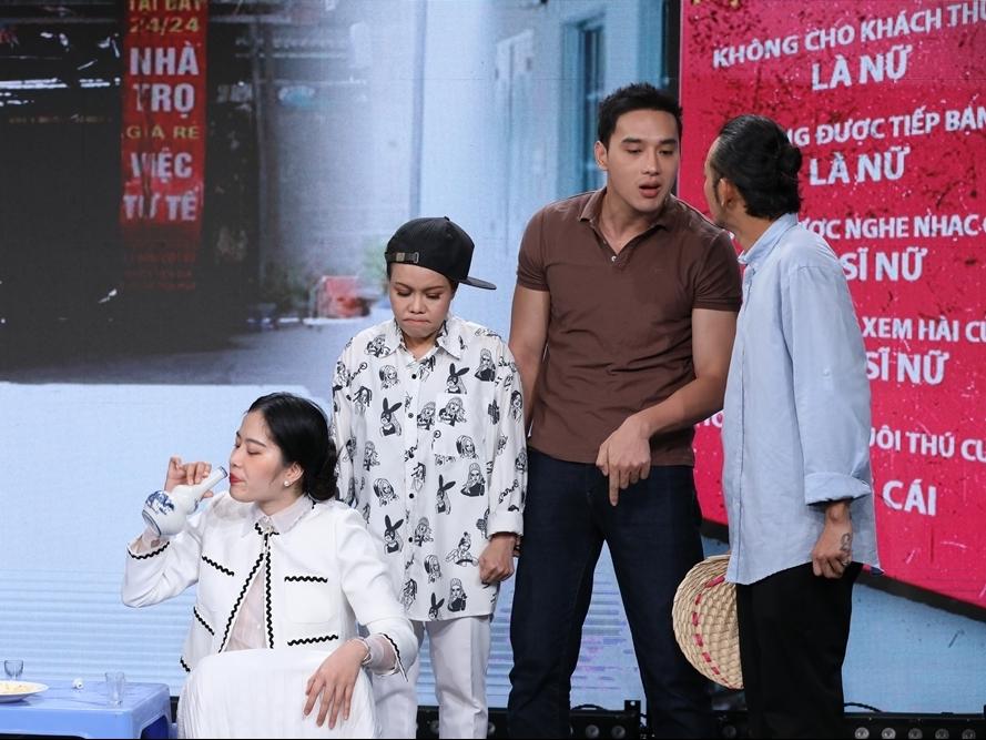 Việt Hương ra sức hỗ trợ Nam Em nhưng đàn em lại nhanh chóng quên hết lời thoại tại 'Tiếp chiêu đi chờ chi'