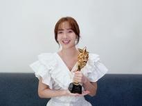 Jang Mi bất ngờ nhận giải 'Nữ ca sĩ quốc tế xuất sắc' tại World Star Awards