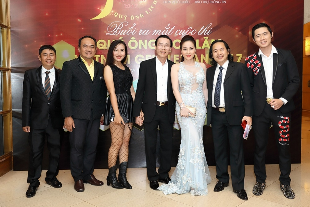 nsut nguyen chanh tin cam can nay muc cuoc thi danh cho quy ong