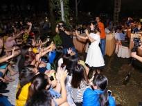 Văn Mai Hương tự tin hát loạt hit đình đám giữa vòng vây của khán giả