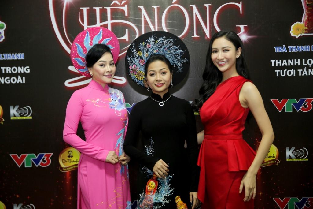 co gai ty do tran uyen phuong lan dau khoe giong hat
