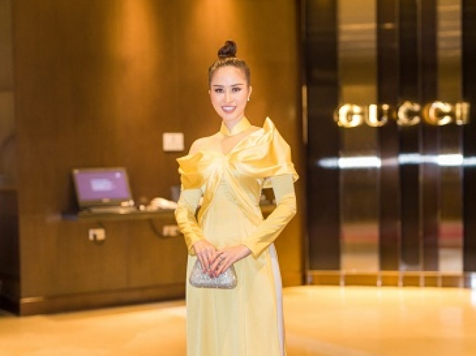 princess ngoc han long lay voi ao dai cach tan