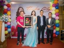 Hoa hậu Thiên Hương đấu giá gây quỹ từ thiện để hỗ trợ trẻ em khó khăn tại quê nhà