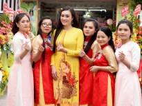 Hoa khôi Thùy Linh chúc mừng Hoa hậu Thanh Xuân khai trương Spa