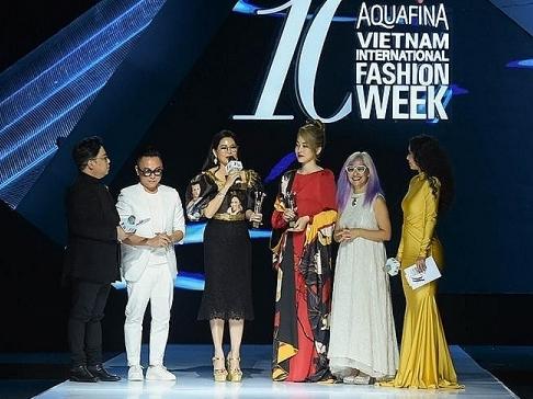 cac guong mat dinh dam hang dau trong linh vuc thoi trang duoc vinh danh tai vietnam fashion awards