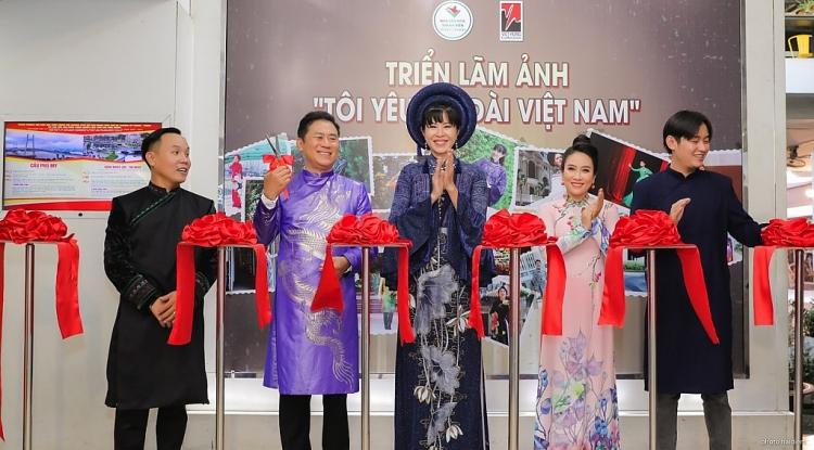 20 nghệ sĩ danh tiếng diện áo dài Việt Hùng tại Triển lãm ảnh 'Tôi yêu áo dài Việt Nam'