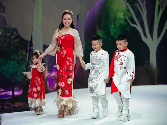 Vy Oanh làm vedette show Phương Nguyễn Silk