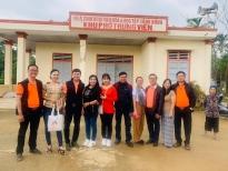 Amy Lê Anh cùng đoàn Sen vàng yêu thương ra Huế và Quảng Trị phát quà cứu trợ