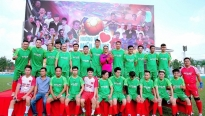 Ca sĩ Lâm Vũ bắt tay Tiến Linh, Anh Đức đá bóng ủng hộ miền Trung