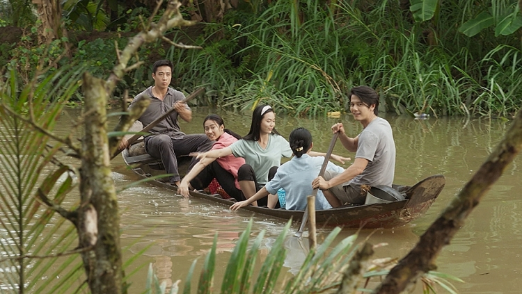 linh son lam bac si trong duong ve con nay