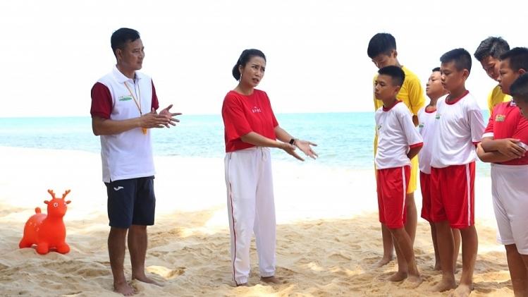'Cầu thủ nhí':Ốc Thanh Vân bất ngờ tiết lộ tuổi thơ từng bị bạn bè cô lập
