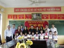 Long Nhật trao 20 suất học bổng tại quê hương xứ Huế