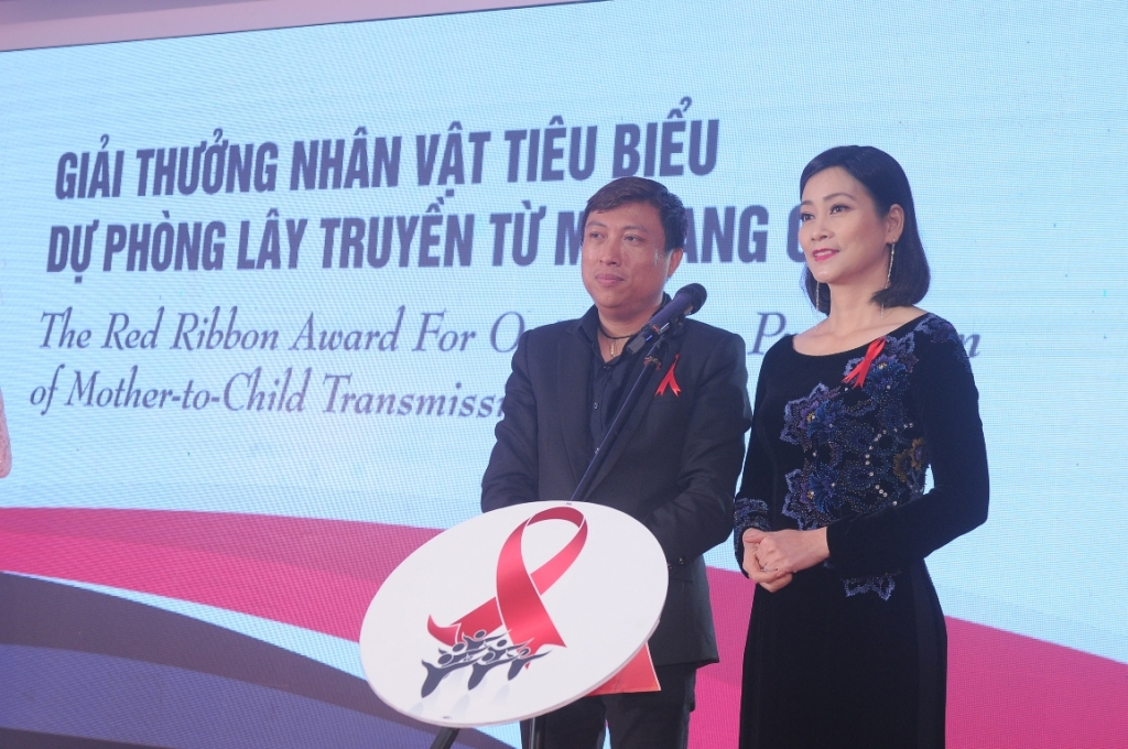 hong anh lan dau lam mc giai thuong dai bang do 2018