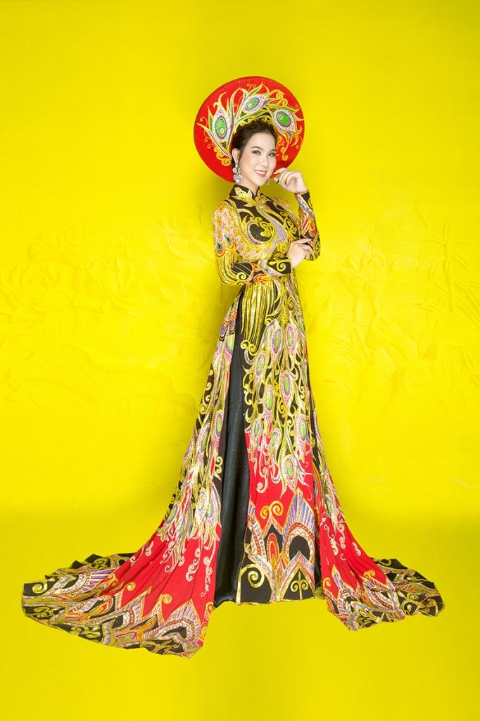 em gai dien vien kha ly dang quang hoa hau ao dai tai thai lan