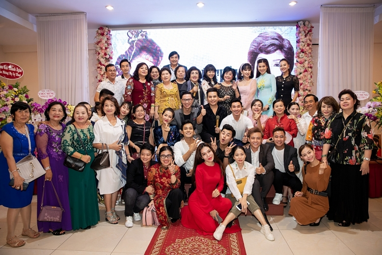 hoi ky 60 nam ca hat cua nghe si le thuy chinh thuc duoc phat hanh