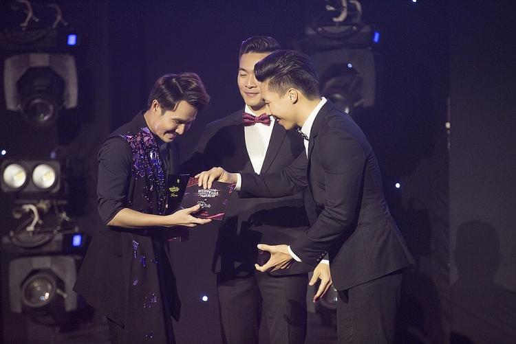 huynh lap chien thang hang muc inspirational creator of the year tai metub webtvasia awards 2019