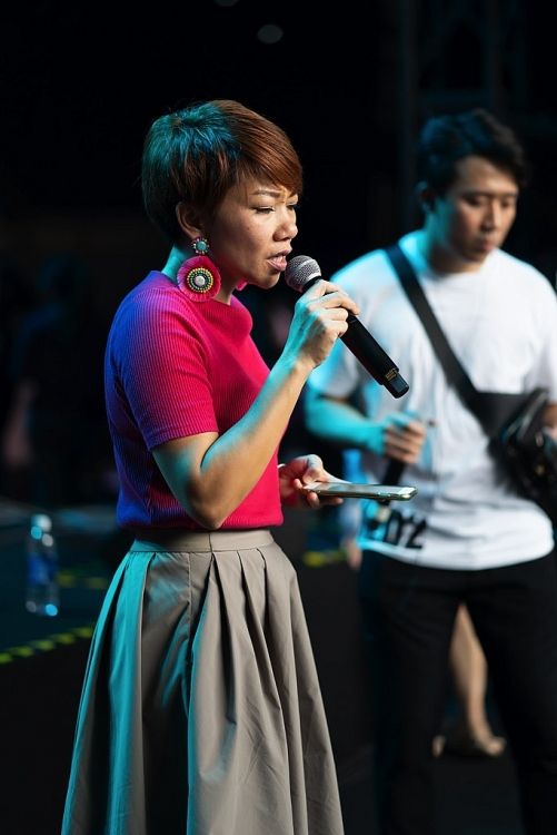 diva so hyang cung dan sao viet cang thang tap luyen cho concert khung