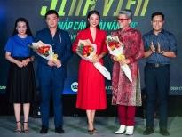 Hậu 'hôn lễ cổ tích', Hoàng Oanh ngồi 'ghế nóng''Én sinh viên' cùng MC Thanh Bạch