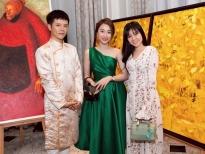 Huỳnh Hồng Loan xem triển lãm tranh cùng chị gái của Tam Triều Dâng