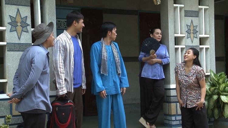 len song 2 bo phim lien ke voi 2 vai dien mot troi mot vuc luong the thanh noi gi