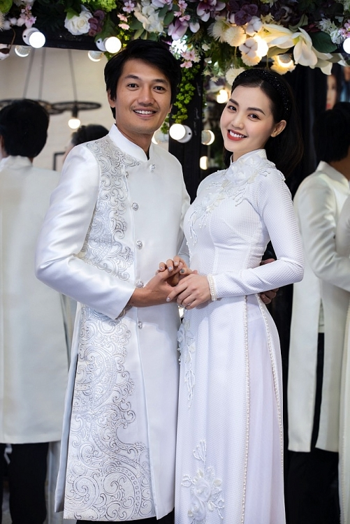 le phuong duoc ong xa thap tung den thu do cho show dien cua minh chau