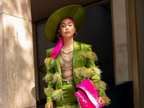 Á hậu Mâu Thủy sang chảnh với tông xanh sặc sỡ tại 'The Best Street Style'