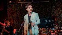 Trung Quang hát live gần 20 bài trong minishow 'Khắc cốt ghi tâm'