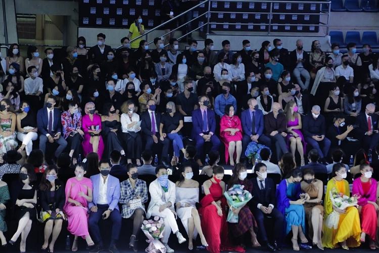 aquafina vietnam international fashion week 2020 thanh cong den tu tam nhin va ban linh kien cuong