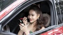 Hồ Bích Trâm tự make-up trên xe để kịp giờ nhận đề cử Ngôi sao xanh