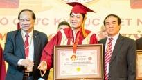 Nguyễn Văn Chung nhận Kỷ lục Việt Nam cho sự nghiệp sáng tác