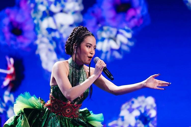 hoang thuy linh binz cung dan rap viet hoi ngo tai san khau thuc te ao virtual countdown lights 2021