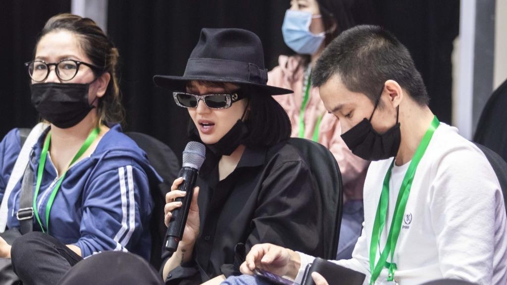 Sân khấu 'Vietnam International Fashion Festival' nóng bừng với sự xuất hiện của Hà Trần, Bảo Anh