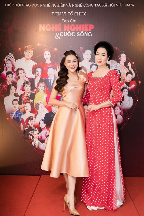 Hồ Bích Trâm được vinh danh 'Nghệ sĩ có trái tim nhân ái vì cộng đồng 2020'
