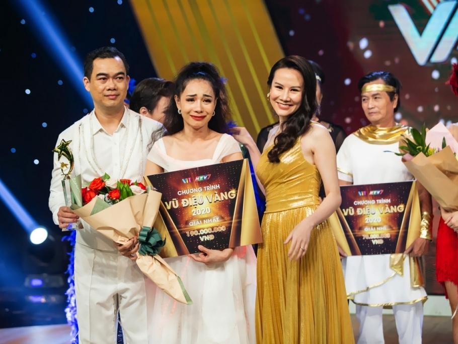 Tân Quán quân 'Vũ điệu vàng' khiến Việt Hương nhớ lại thời đi hát kiếm tiền cùng với Phương Thanh