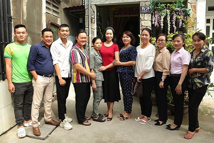 NSƯT Trịnh Kim Chi giúp hộ nghèo đón năm 2021 với căn nhà mới