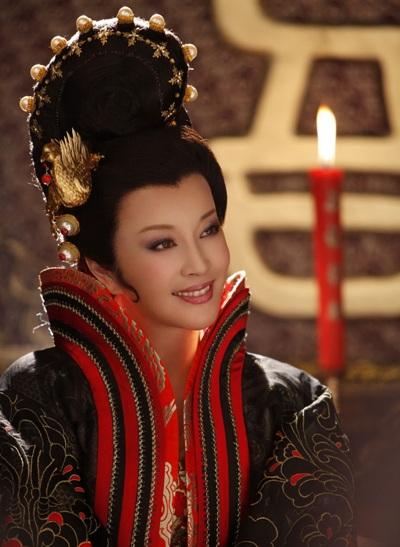 Luu_Hieu_Khanh_vai_Vo_Tac_Thien_thoi_trung_nien