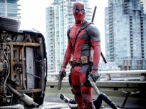 ryan reynolds khoa than trong trailer deadpool 2