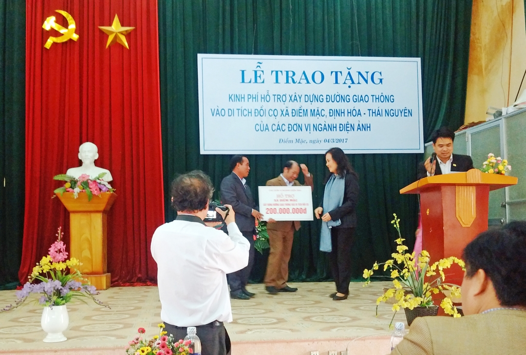 nghe si dien anh tiep tuc ve nguon