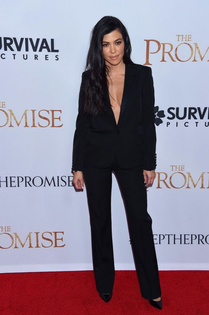 cher do dang voi kim va kourtney kardashian