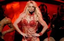 Britney Spears hoảng loạn khi bị fan cuồng lao lên sân khấu biểu diễn