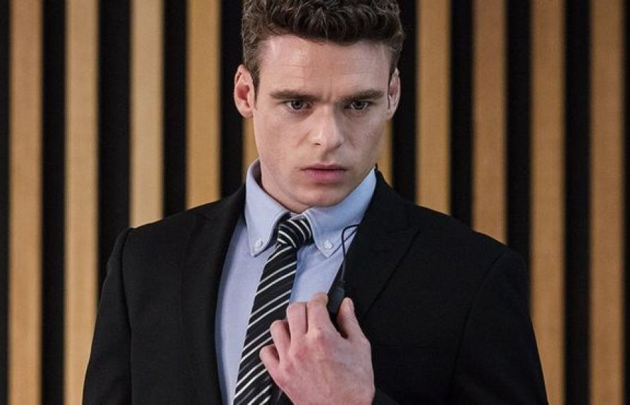 richard madden bat mi muc cat xe trong game of thrones