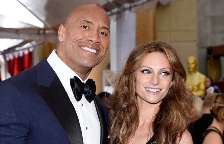 dwayne johnson va ban gai sap co them con gai thu 2