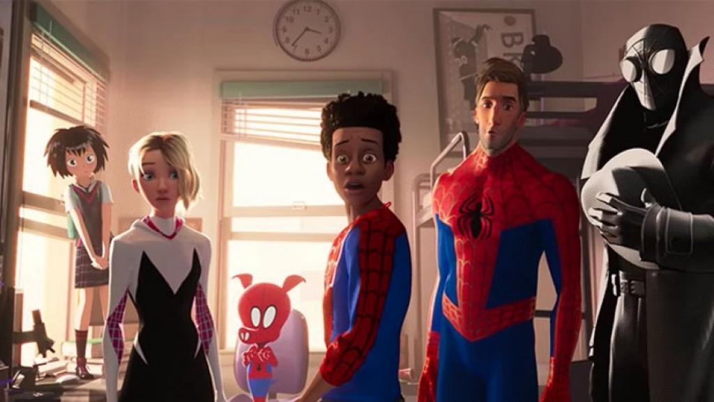 cac dien vien tham gia spider man into the spider verse vinh danh stan lee